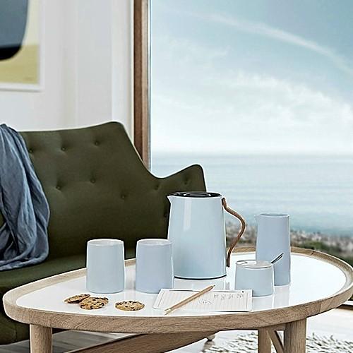 isolierkanne teekanne blau buchengriff stelton emma. Black Bedroom Furniture Sets. Home Design Ideas